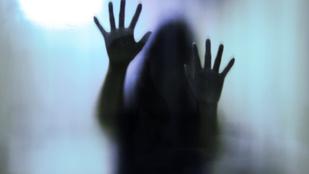 Két férfi egyszerre erőszakolt meg egy fiatal nőt Pécsen
