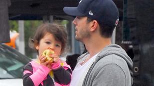 Úgy rohan az idő, hogy Ashton Kutcher lánya már almákat eszik