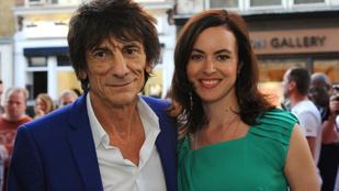 Megszülettek a 68 éves Rolling Stones gitáros ikerlányai