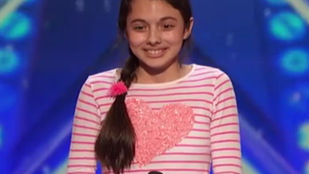 Ezt a 13 éves, operát éneklő kislányt mutassa meg sírva ismerőseinek!