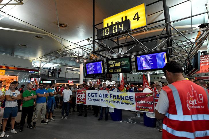Május 27-én a marseille-i repülőtéren demonstráltak