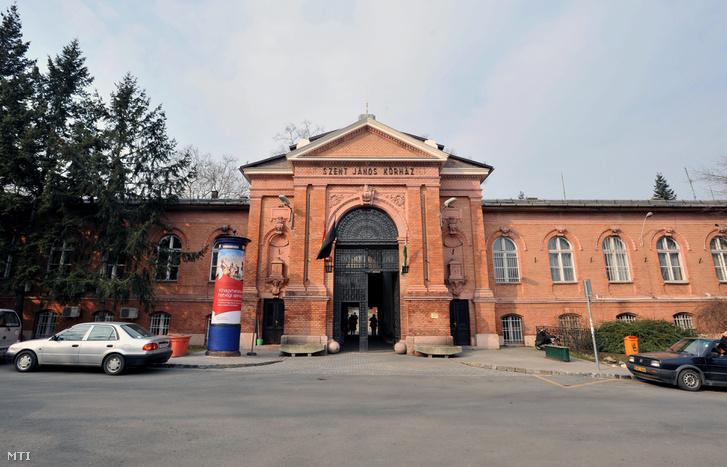 A Szent János kórház bejárata