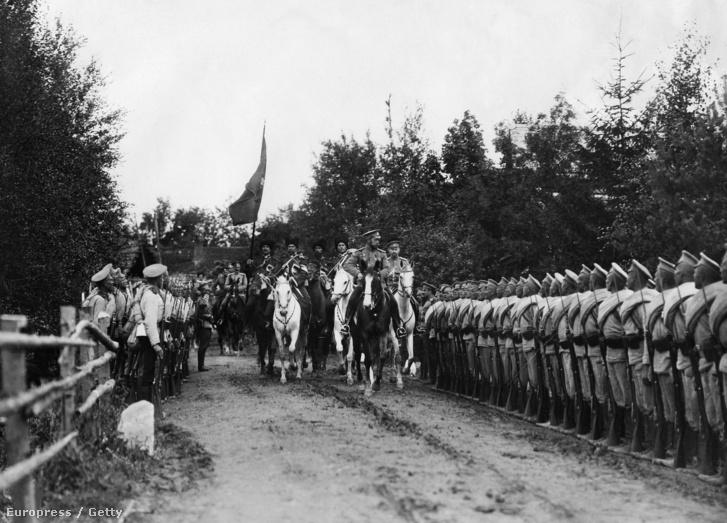 II. Miklós cár látogatása a Bruszilov-offenzíva frontján 1916-ban.