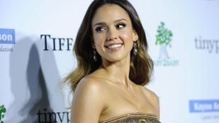 Jessica Alba kínosan érezte magát a szexszimbólumként