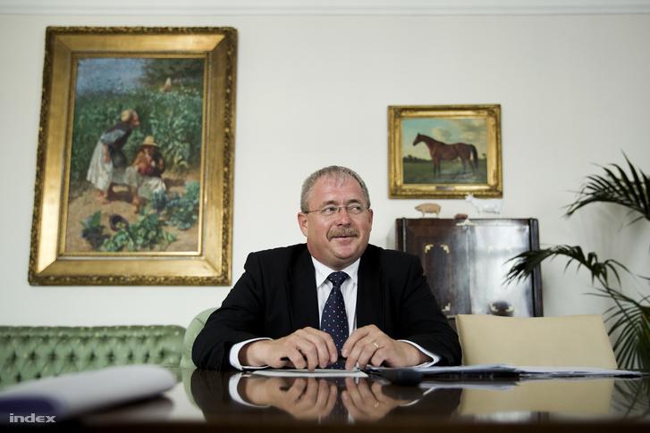 Dr. Fazekas Sándor földművelésügyi miniszter