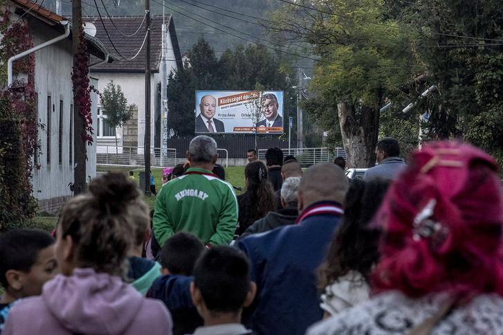 Választási plakát a miskolci számozott utcáknál.