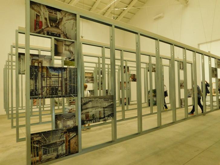 A spanyol pavilon kiállítása