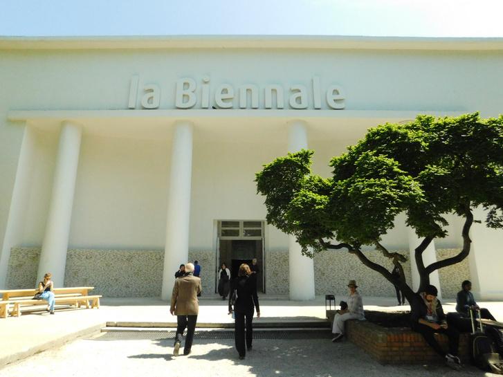 A Velencei Építészeti Biennálé központi pavilonja, ahol a főkurátori kiállítást rendezték