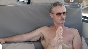 Eddie Irvine az ötvenen túl is nyomja a csajozást