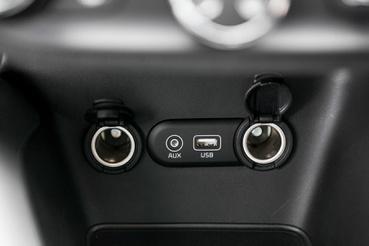 Aux, USB, 2x12V