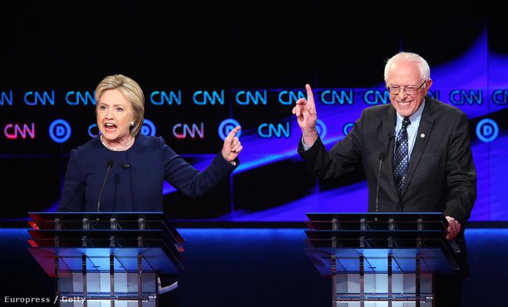 Hillary Clinton és Bernie Sanders a CNN demokrata jelölteknek rendezett tévés vitáján.