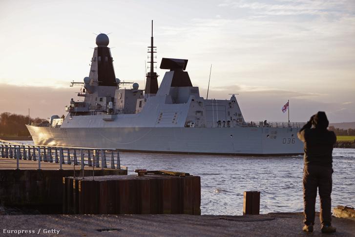 A HMS Defender visszaérkezése Glasgowba, ahol gyártották