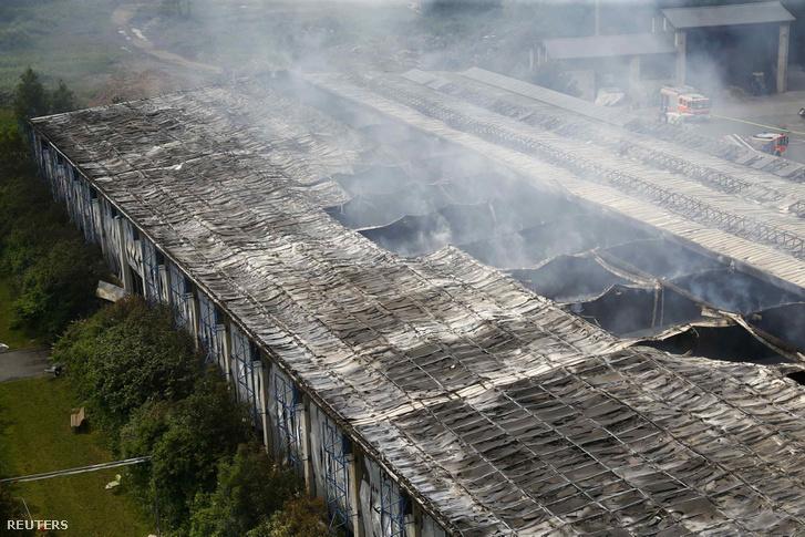 A düsszeldorfi menekültszállás leégett épülete