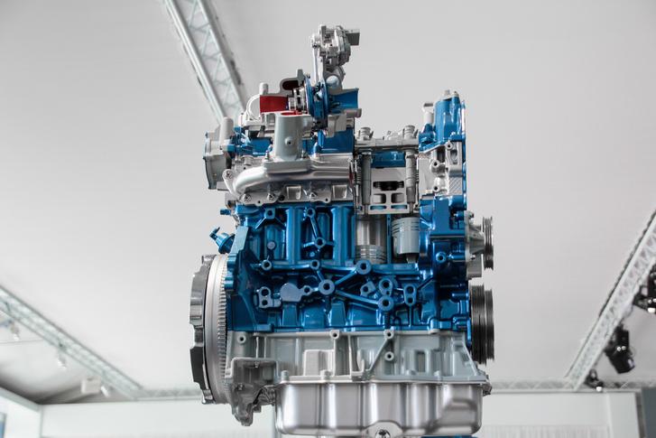 Valójában erről szólt a bemutató: az új EcoBlue motorcsaládot a Transitokban ismerjük meg, de Mondeótól felfelé minden Fordba beépíthetik