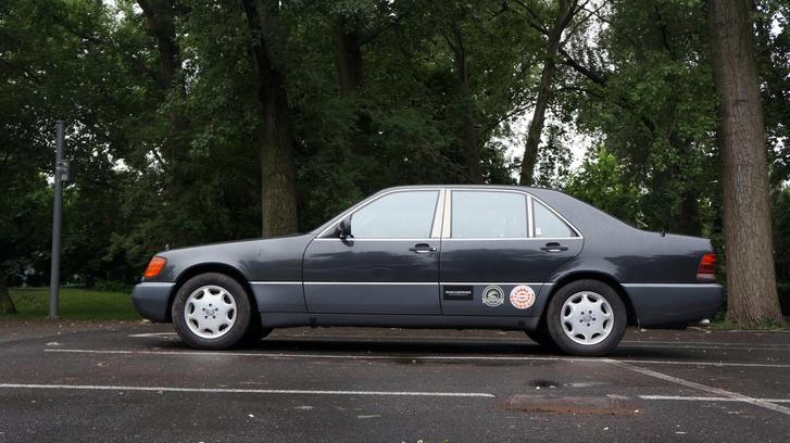 Manapság egyre nagyobbak az autók minden kategóriában, de a Bálna az Bálna marad örökre. Klasszikus és elegáns forma, talán az utolsó, ami túlél