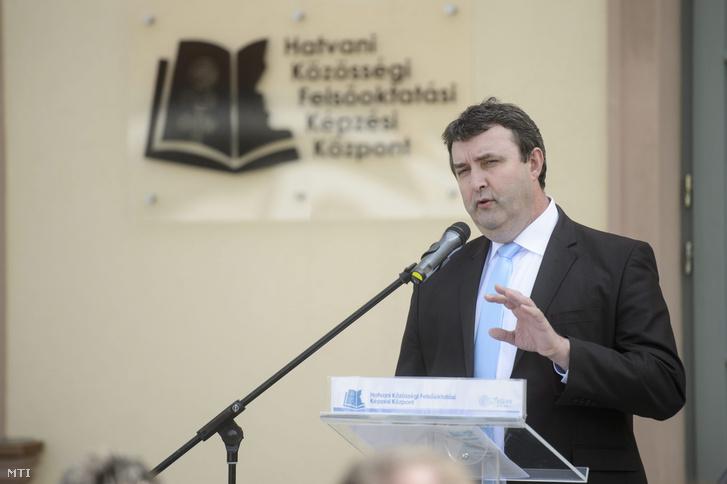Palkovics László, az Emberi Erőforrások Minisztériumának oktatási államtitkára a Hatvani Közösségi Felsőoktatási Képzési Központ átadásán