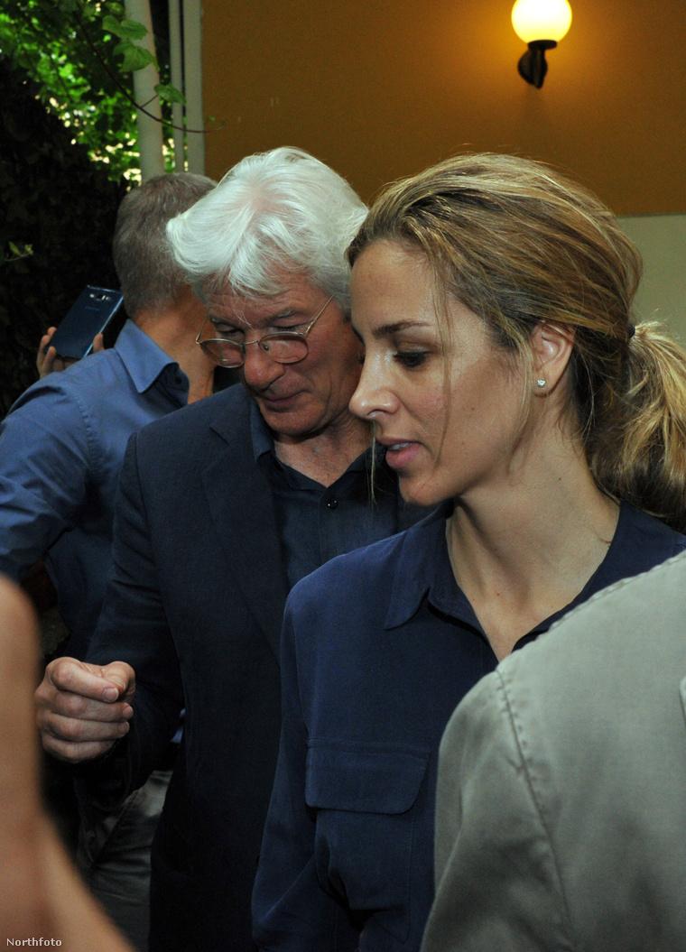 Richard Gere és Alejandre Silvia június óta vannak együtt.