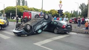 Nagyon rossz szögben érkezett meg egy autó a Szentmihályi úton