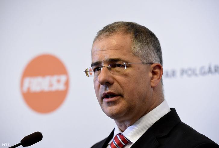 Kósa Lajos a Fidesz frakcióvezetõje.