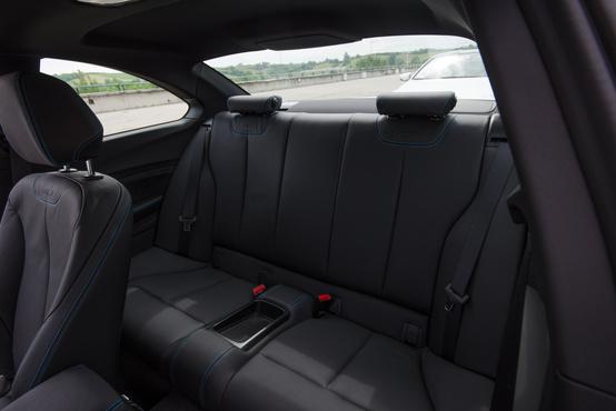Egész használható hátsó ülés
