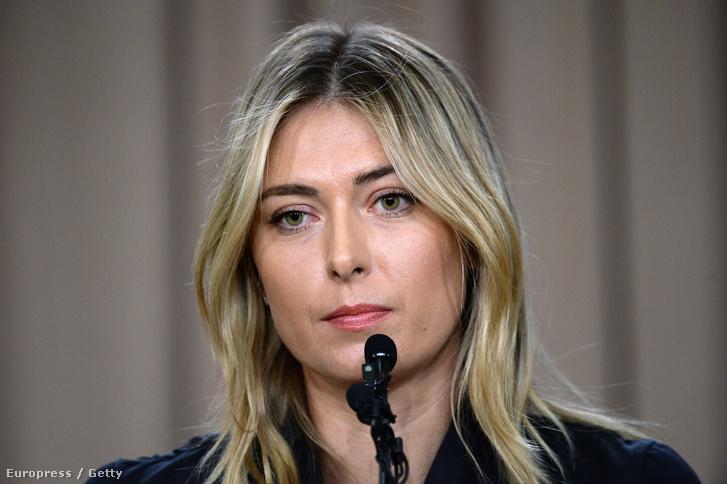 Sharapova a sajtótájékoztatón, ahol beszámolt a pozitív doppingtesztről, 2016. március 7-én, Los Angelesben.