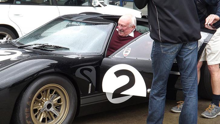A 72 éves Amon a negyven éve győztes Ford GT-ben
