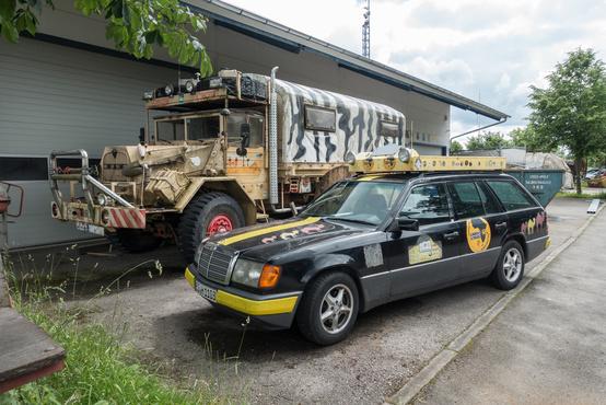 Egy Allgäu-Orient-Rallye-t megjárt kombi. Ez gyakorlatilag egy alternatív Bp-Bamakó rally, amin csak 20 évnél idősebb vagy 1111 Eurónál olcsóbb autók indulhatnak.