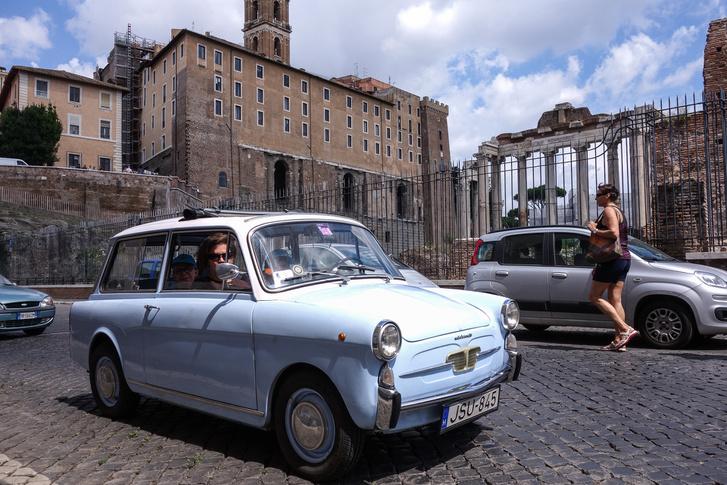 Rómában, a Forum Romanum végénél