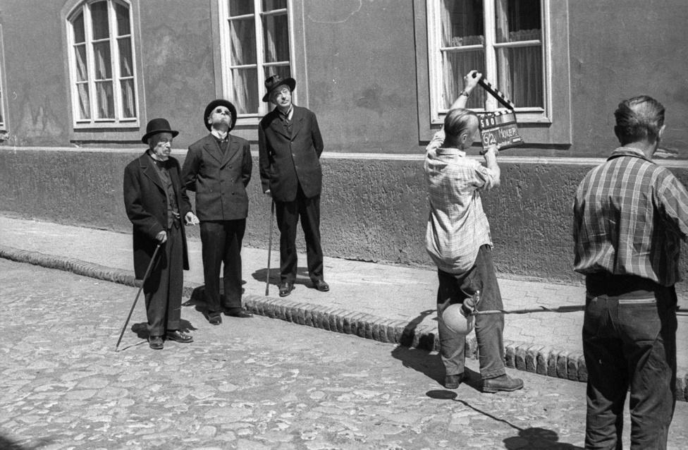 Ranódy László, a Lúdas Matyi és a Légy jó mindhalálig rendezője 1966-ban filmesítette meg Kosztolányi Dezső Aranysárkányát, ami nagyon sok szempontból az előző filmje, a szintén Kosztolányiból készült Pacsirta folytatásának tekinthető.