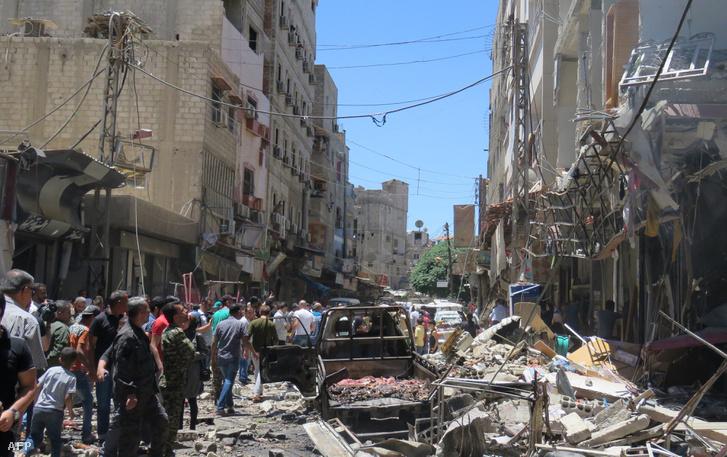 Bombatámadás helyszíne Damaszkuszban, június 11-én.