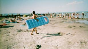 Szereti a homokos balatoni strandot? Hát a füveset?