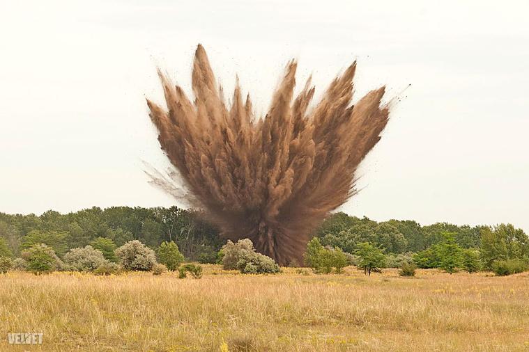 A két bombát a dabasi honvédségi robbantótéren hozták működésbe csütörtökön.