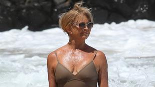 A 70 éves Goldie Hawn még mindig csúcsformában van a strandon