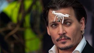 Drónozott Johnny Depp filmbemutatóján, terroristának hitték