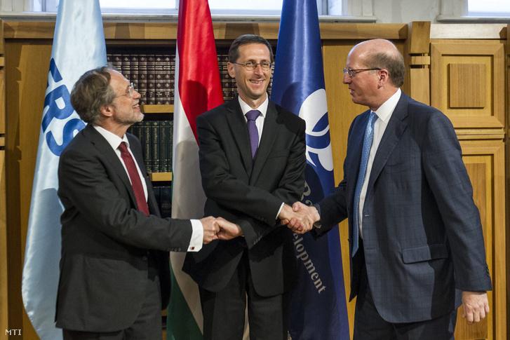Friedrich Rödler, Varga Mihály és Philip Bennett