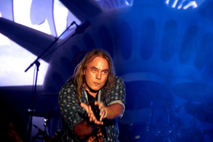 Andi Deris már 23 éve a Helloween frointembere, és nagyon szereti elmutogatni azt, amiről énekel