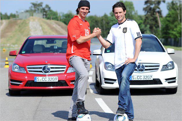 Martin Harnik (Ausztria, balra) - Mercedes-Benz C osztály (Christian Träsch ellenfeleként - ő most nem tagja a német válogatottnak)