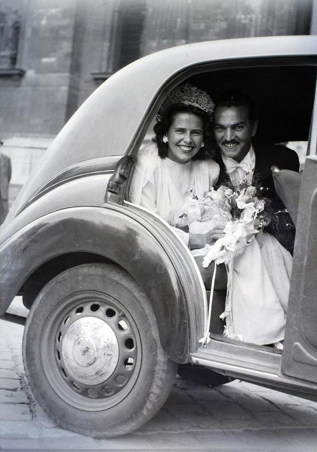Az esküvő-ipar egyértelmű újjászületését jelezte, hogy már 1945 februárjában élő és művirágból készült esküvői csokrokat hirdetett egy piacérzékeny virágüzlet.