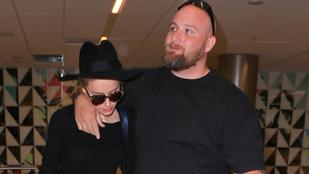 Ki ez a pasi Amber Heard mellett?