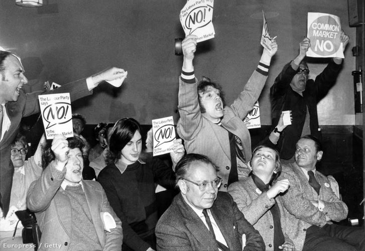 EKG-tagság ellenzői Harold Wilson beszéde alatt 1975-ben a népszavazás előtt