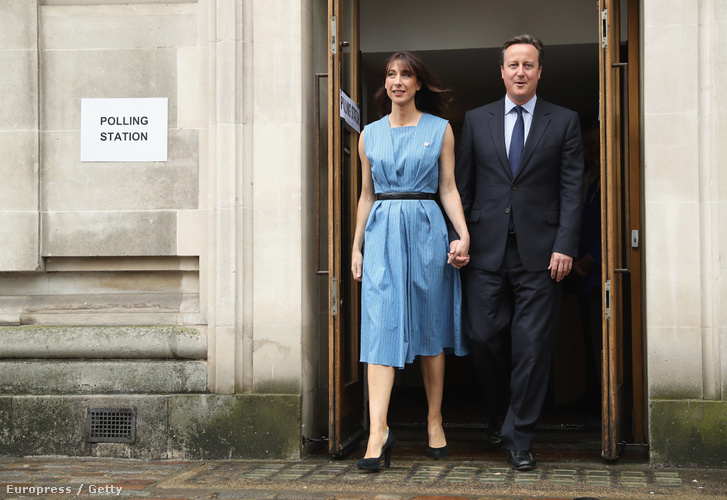 Cameron és felesége ma reggel miután leadták szavazatukat az Eu-ban maradásra
