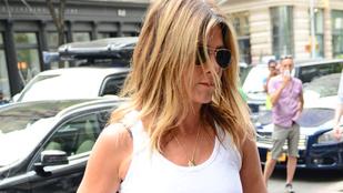 Jennifer Aniston a pletykák ellenére cseppet sem tűnik terhesnek