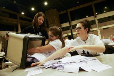 A szavazatszámlálás alatt végig a kilépéspártiak voltak többségben. A kilépés mellett főleg vidéki szavazók voksoltak, a városok, főleg London, a maradáspárti tábort erősítették.