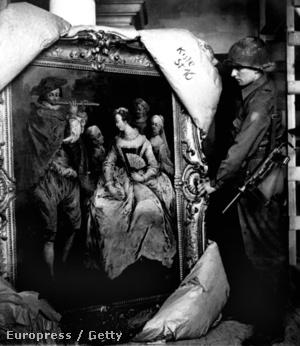 Amerikai katonák 1945-ben a bajoroszági Neuschwanstein várának pincéjében is találtak a nácik által elkobzott műkincseket, köztük egy Fragonard festményt is