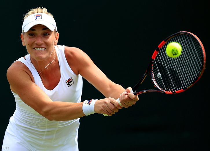Babos Tímea a brit Katie Swan ellen játszik az angol nemzetközi teniszbajnokság nõi egyesének elsõ fordulójában