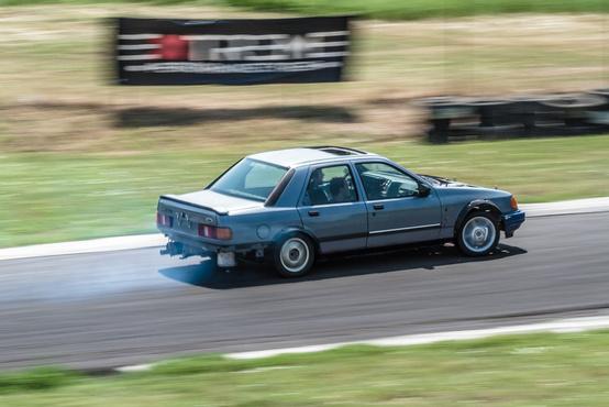A Fordnál a 2.9 V6 egy olyan alapmotor, mint BMW-nél az M50. A könnyű Sierra teszi is a fenekét mindenfelé.