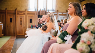 A templomban kezdett el szoptatni a menyasszony