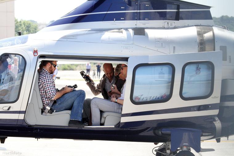 Swift és Hiddleston helikopterrel utazgatnak
