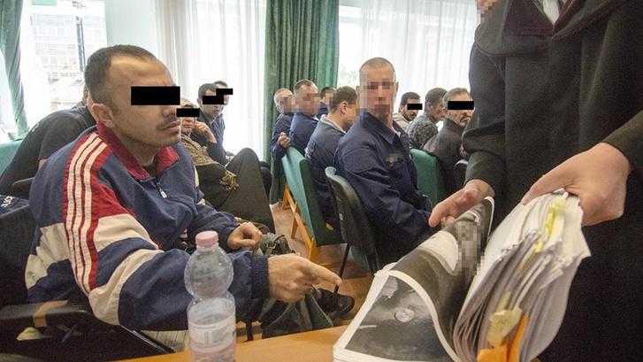 A tárgyalás vádlottai egy korábbi felvételen