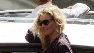 Kate Moss Velencében romantikázik pasijával